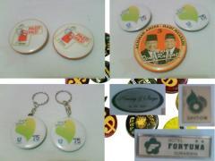 Bikin , Produksi Pin Charms