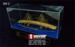Miniature souvenir-bridge